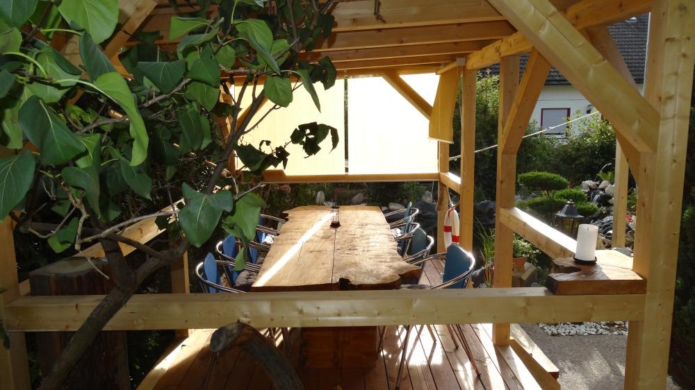 Nun noch die Sonnen-Rollos montiert verspricht auch ein angenehmes draussen sitzen wenn Sonne oder Wind zuviel wird