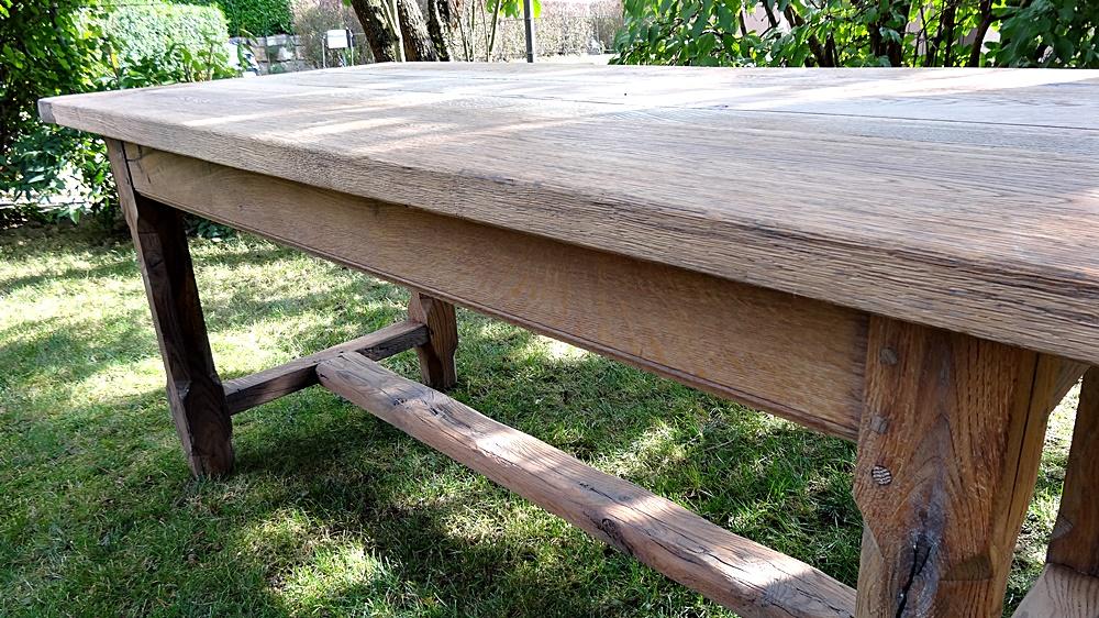 sämtliche Verbindungen ohne Schrauben, alte Handwerkskunst mit massiven Holzverbindungen