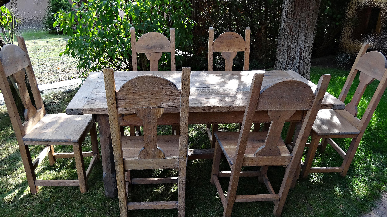 Platzsparender Tisch m. 6 Stühlen