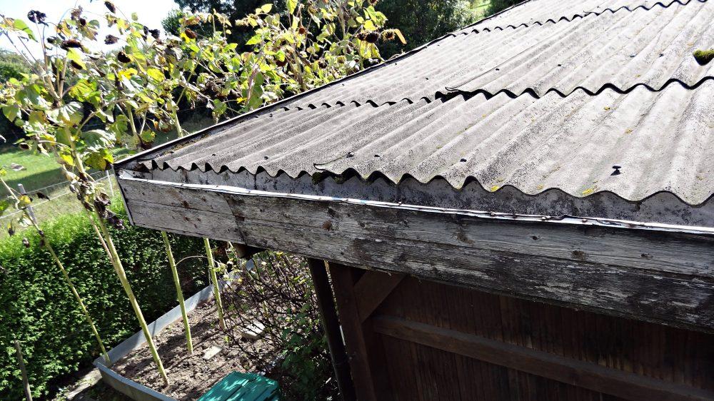 Alte Dachkännelseite, wobei der Dachkännel keine Wirkung mehr hatte