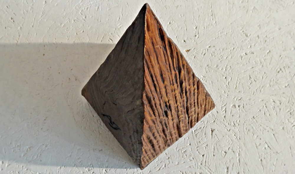 Alteichen-Pyramide mit der besonderen Anziehungskraft und einfach ein Hingucker