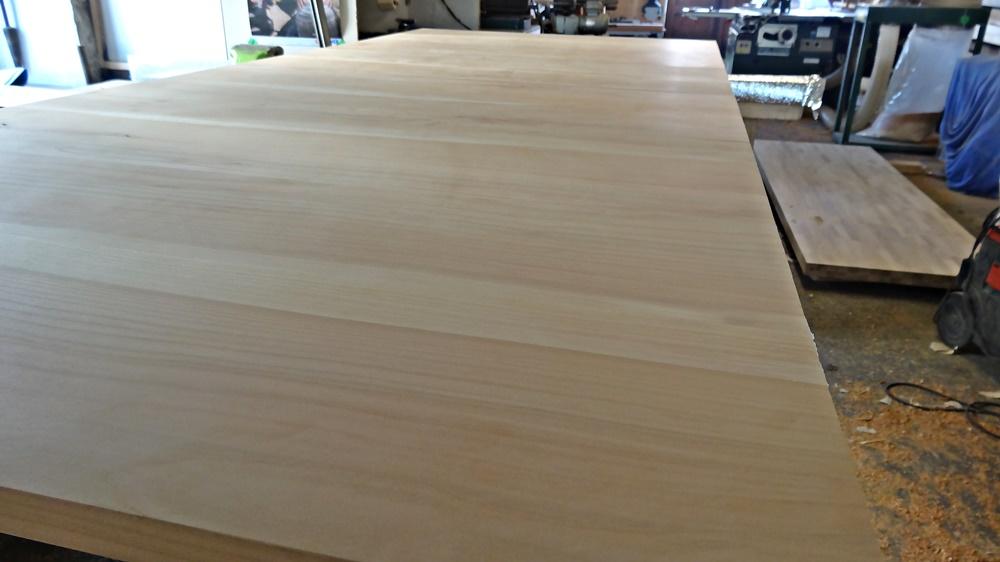 Sauber geschliffenes Tischblatt Roh