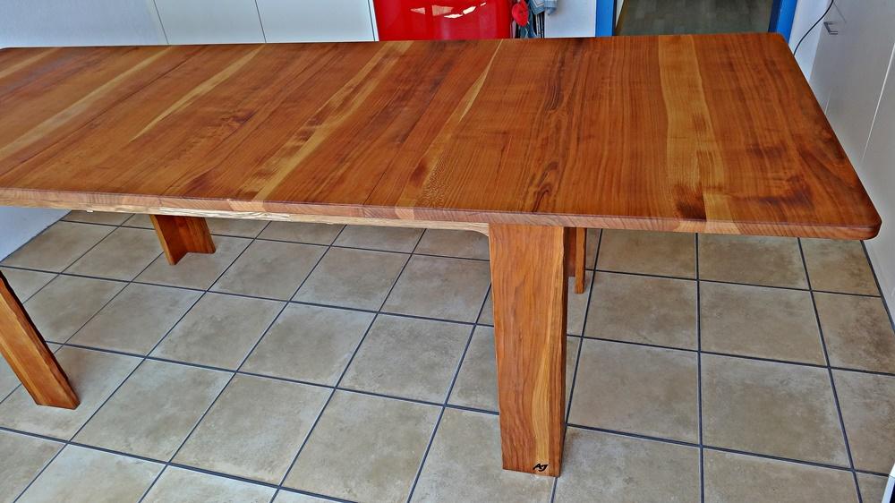 Tisch ausgezogen 2.40 m