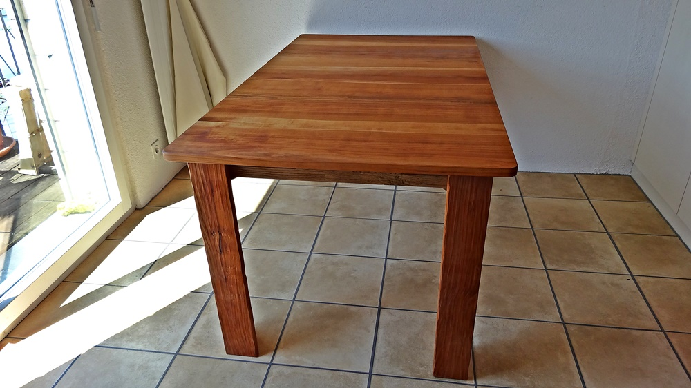 Tisch von 1.60 m auf 2.40 ausziehbar