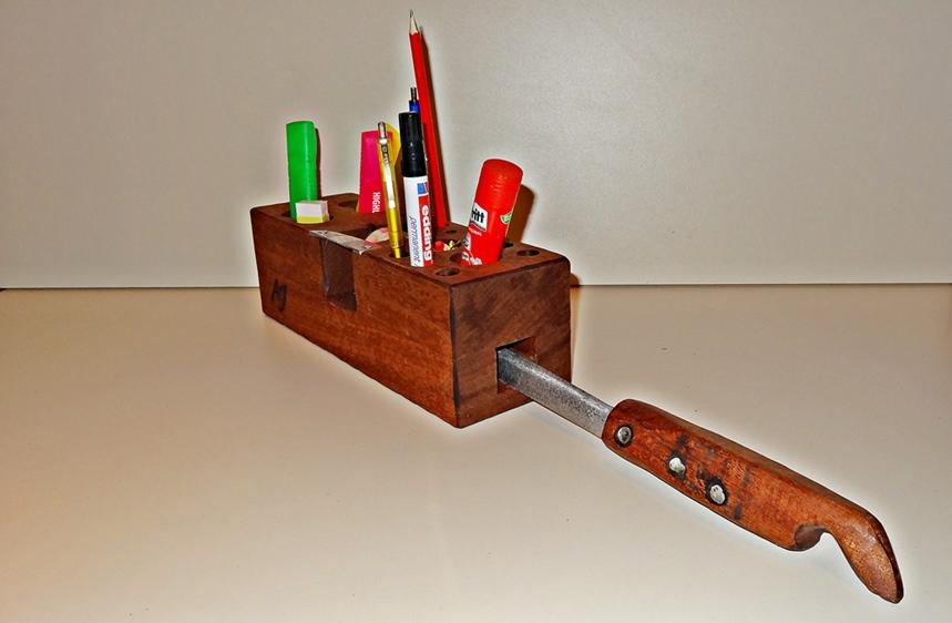 Bürogehilfe mit Brieföffner, Schreibzeughalter, Klebrollenhalter, Büroklammern....