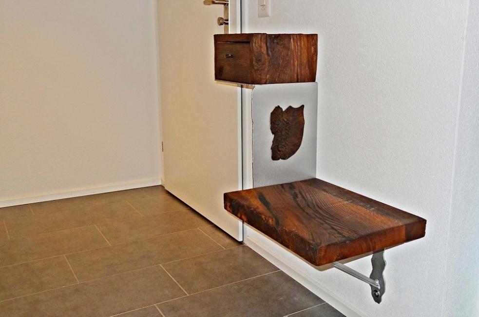 Sitzbank und Schlüsselschublade